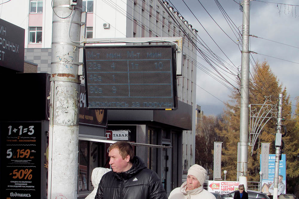 В последний год на некоторых остановках появились табло, где указано приблизительное время прибытия автобусов. Удобно
