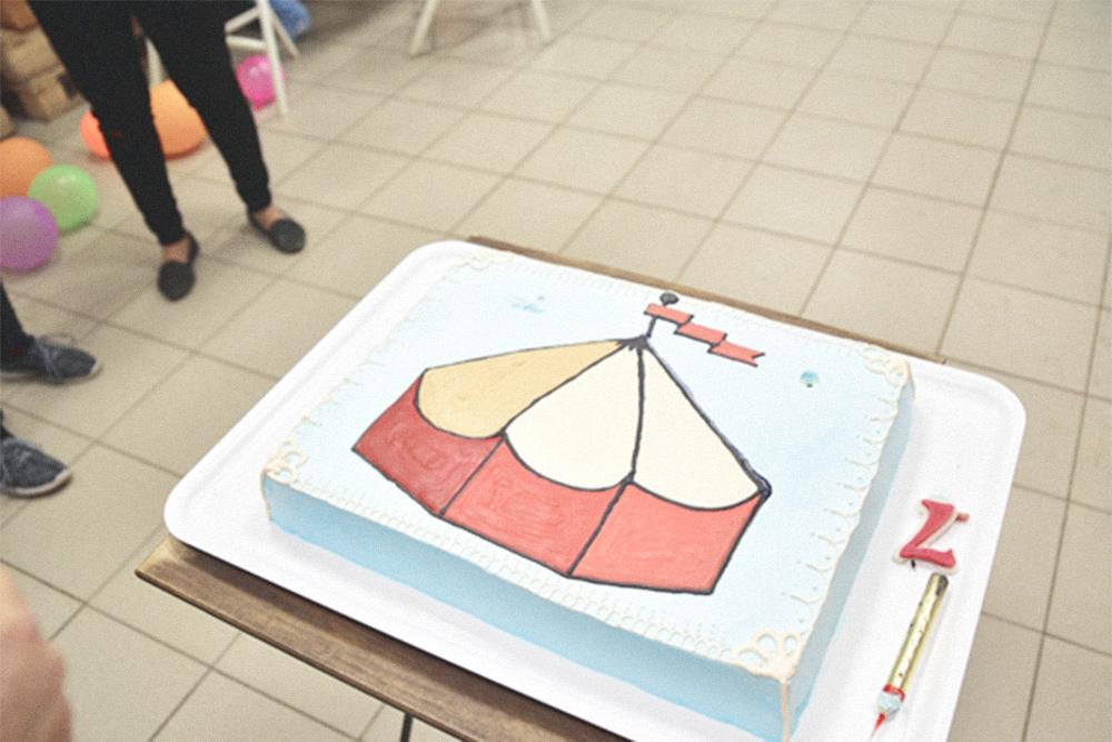 Каждый год мастерская угощает посетителей тортом ручной работы. Братья считают, что мастерская началась с первых мастер-классов в 2012году, поэтому в 2019 отмечали ее семилетие