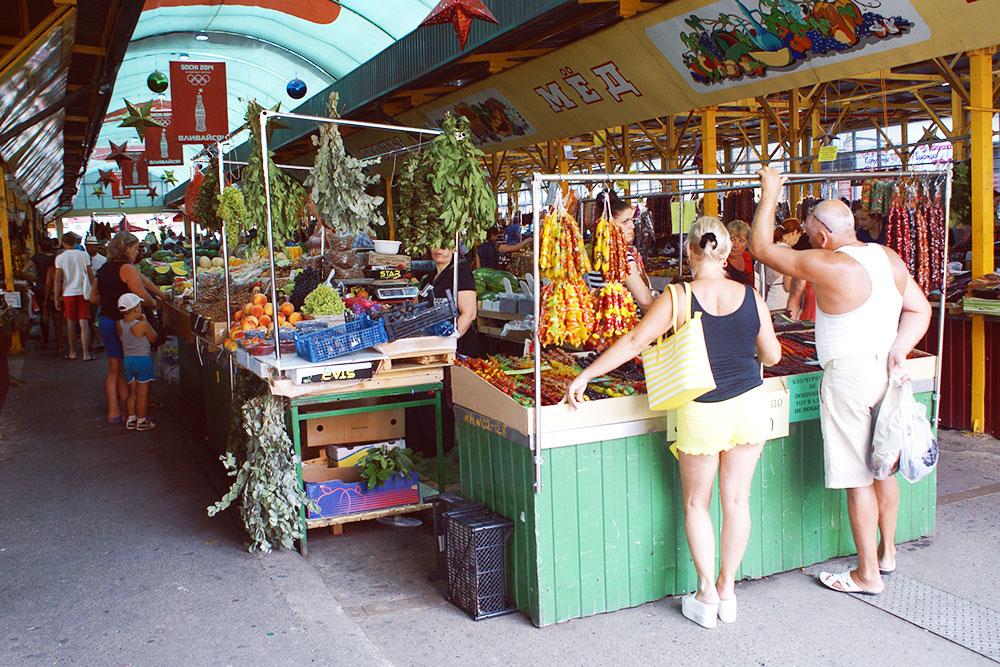 Адлерский рынок самый колоритный в городе. Там самый богатый в городе рыбный отдел