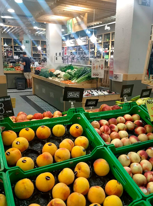 В Casa Ametller мы покупаем сезонные фрукты и овощи. Здесь же покупаем сыры и вина