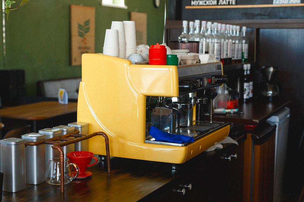 Профессиональная рожковая кофемашина, которую мы купили в последний момент перед запуском