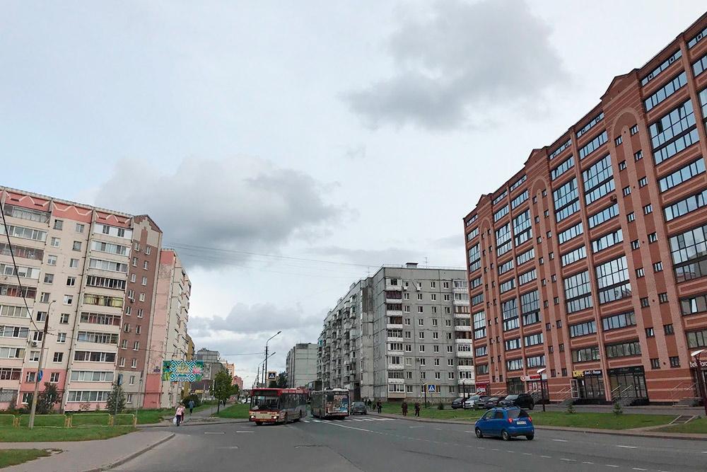 Соседство домов разных годов постройки особенно часто встречается в самом молодом районе — Зашекснинском