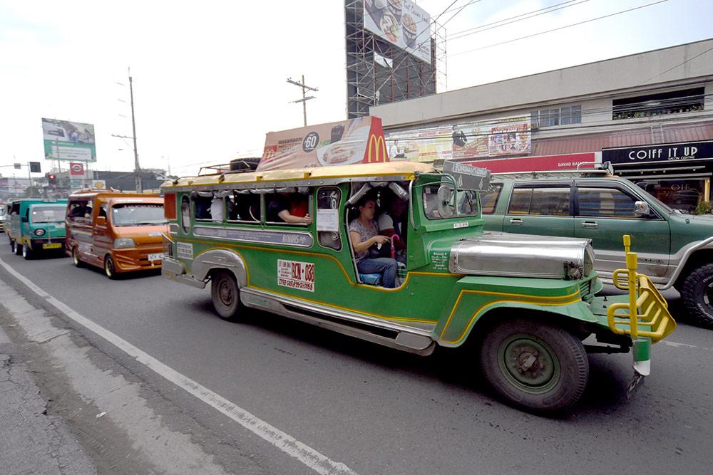 Джипни на улице в Давао