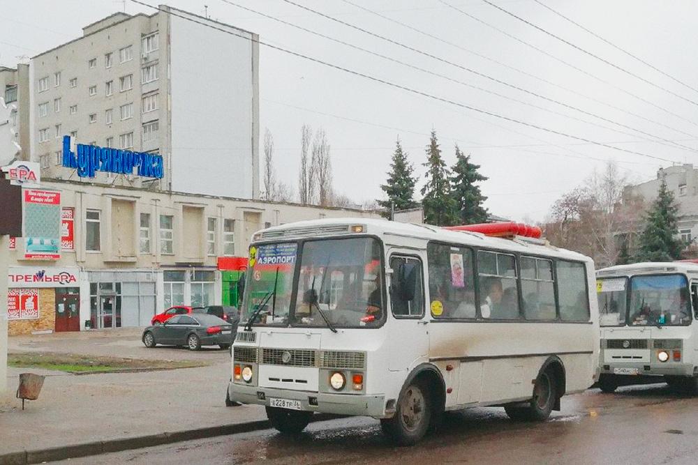 До аэропорта ходят старые автобусы