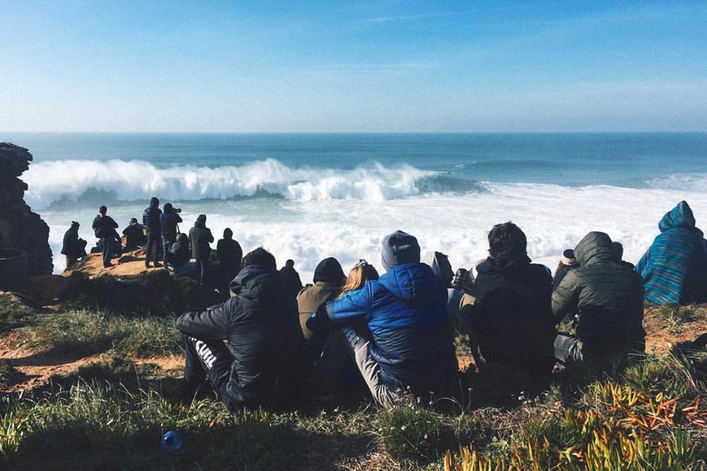 В Назаре мы поехали, чтобы увидеть гигантские волны и соревнования по серфингу