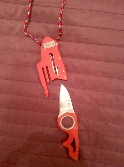 Нож CRKT 2390 Renner Neckolas за 2134 р.. Висит на шее, маленький, острый, быстро доставать