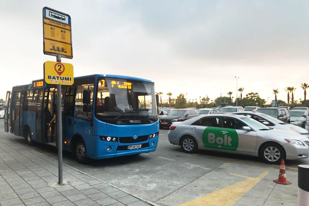 Автобусы и такси в Батуми. Когда заказываю такси, пользуюсь именно приложением от компании Bolt, потому что у них можно рассчитывать на чистый и снаружи, и внутри автомобиль, а еще на кондиционер и ненавязчивого водителя