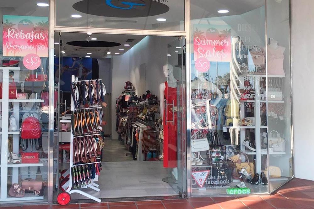 Магазин с фирменной одеждой марок Guess, Pepe Jeans, Antony Morato