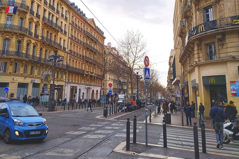Улицы в центре города. Это все тоже жилые дома