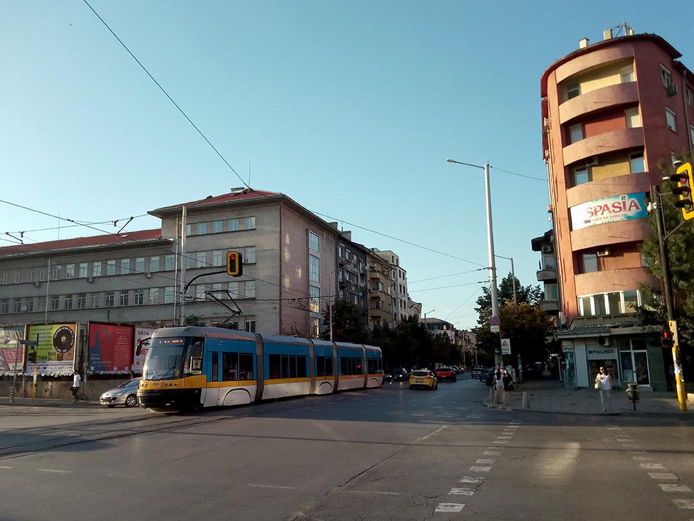 Вместо метро жители ездят на наземном транспорте. В Софии есть автобусы, трамваи и троллейбусы — как в Москве