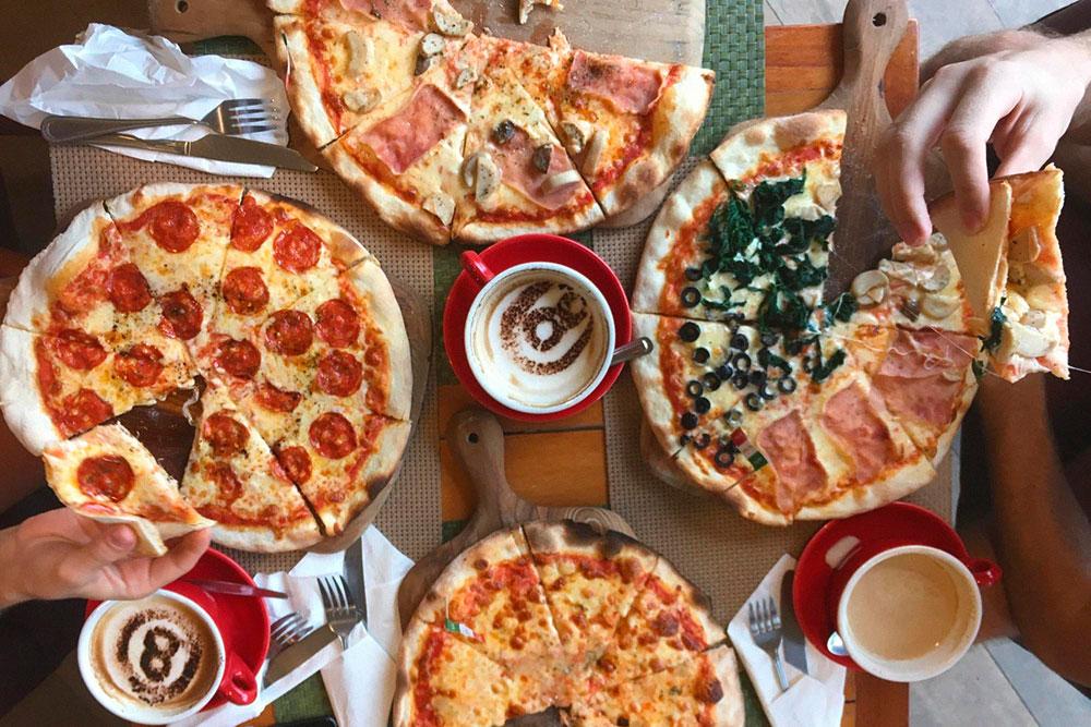 Когда приелась тайская острая кухня и хочется чего-нибудь привычного, мы идем есть пиццу