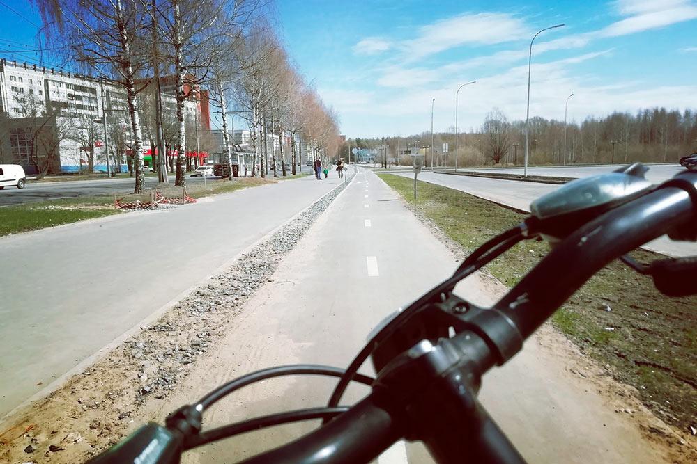Доехать на велосипеде из одного конца города в другой можно за два-три часа