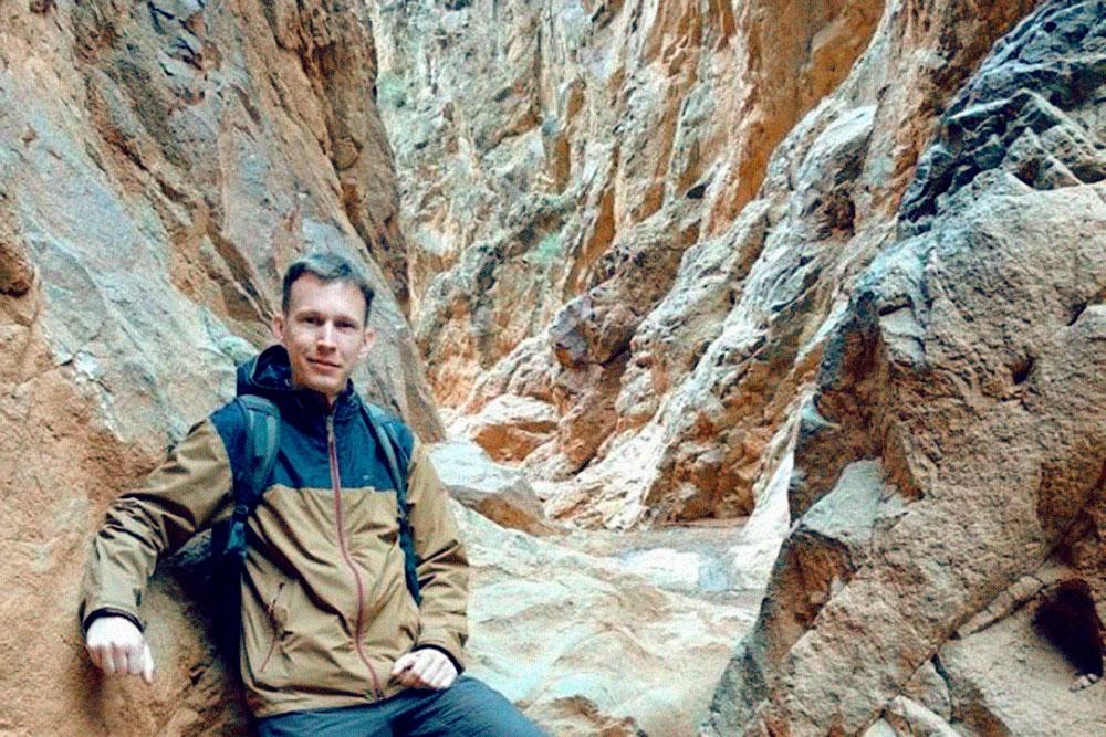 Проход по каньону сужается в конце пути