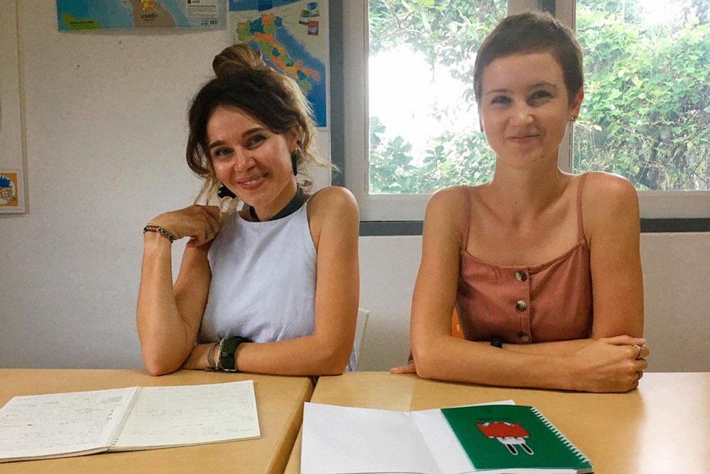 Справа — я, слева — моя однокурсница Даша