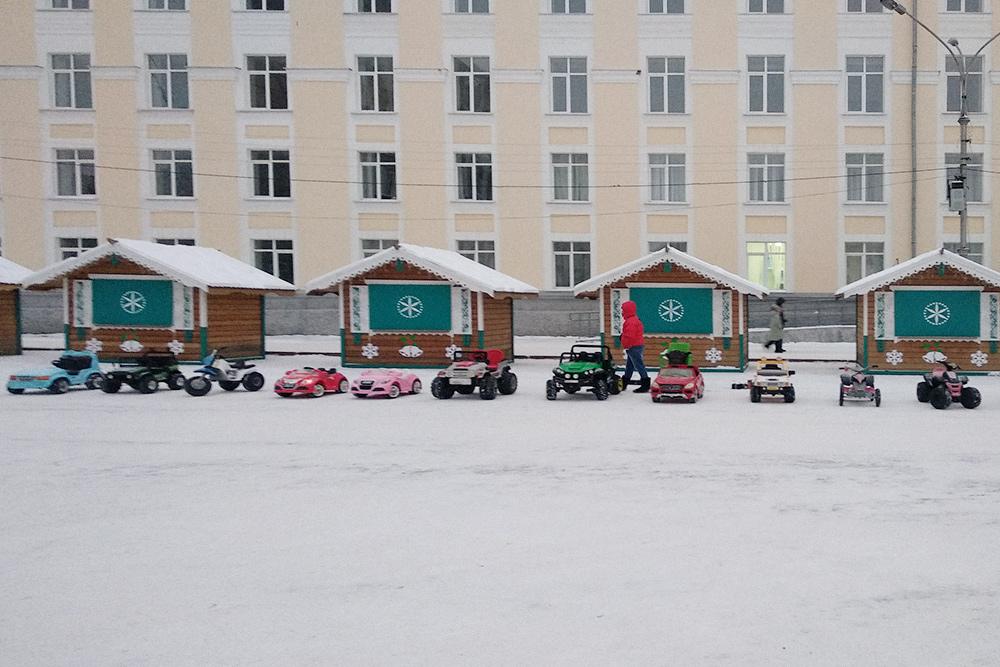 Сыктывкарские дети катаются на машинках в любое время года