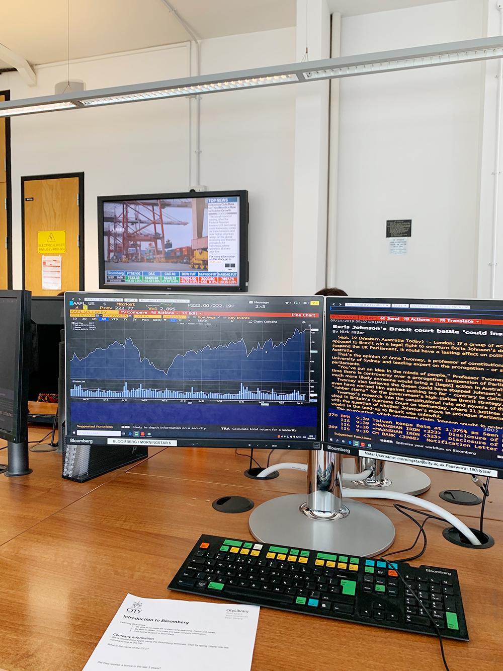 Блумберг-терминал — компьютер для&nbsp;поиска финансовой информации, который покупают по подписке стоимостью более 1 000 000<span class=ruble>Р</span> в год. В университете их около тридцати