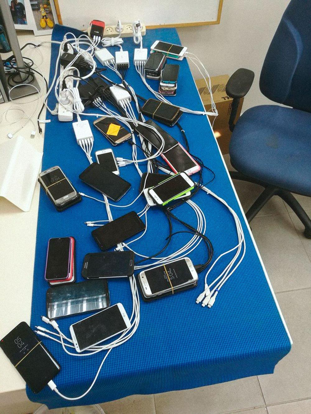 Я работаю тестировщиком мобильных приложений. Так выглядит мой рабочий стол