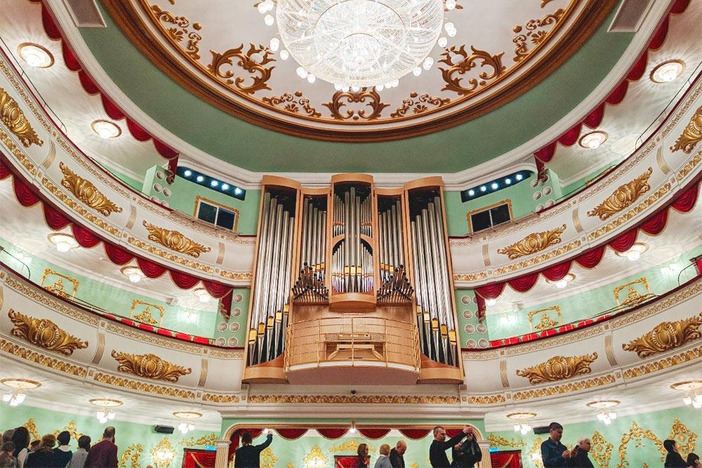 В Марийском театре оперы и балета проходят концерты органной музыки. Часто исполняют произведения Баха и Вьерна
