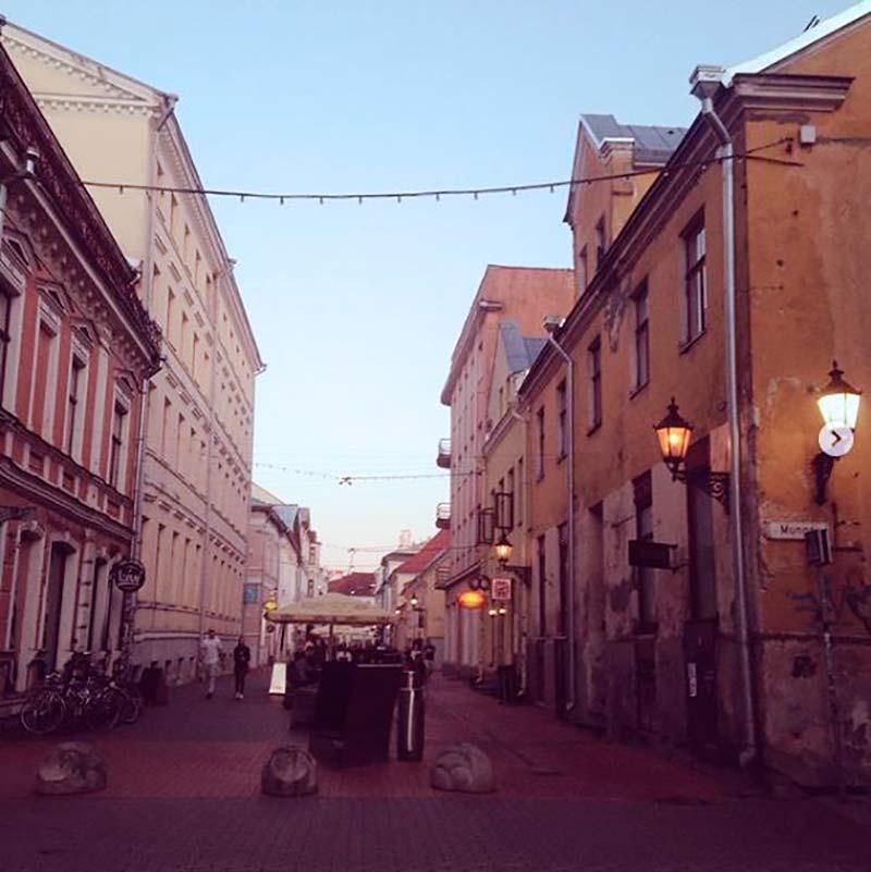 Центр Тарту во время белых ночей — они длятся здесь с конца мая по июль