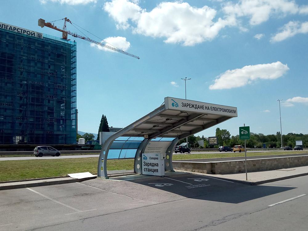 В Софии есть заправки для электромобилей, вот только желающих зарядить свой новенький электрокар что-то не видно