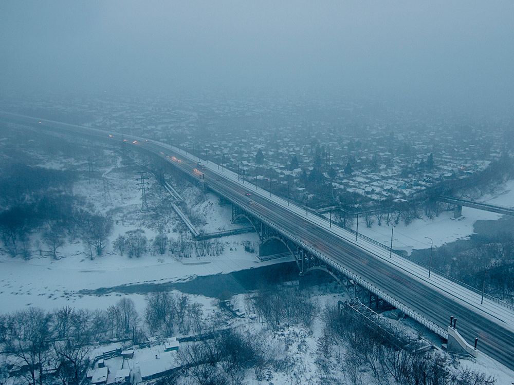 Зимой в безветренную погоду хорошо виден омский смог. Фото: Shutterstock