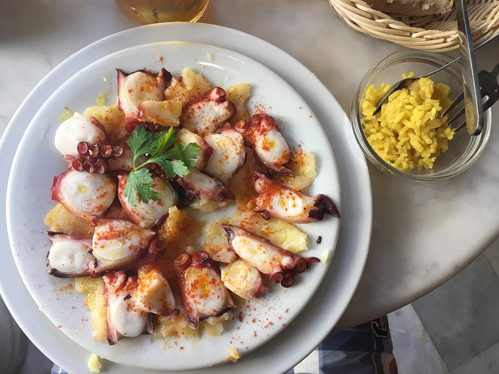 Традиционная подача осьминога. Тарелка стоила11€