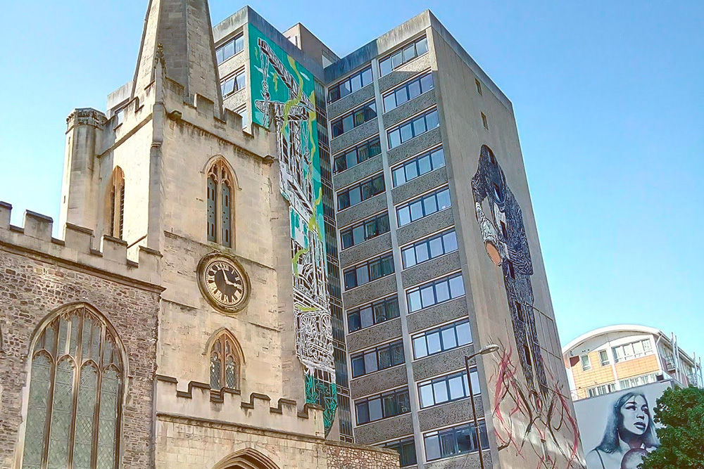 Граффити Бэнкси в центре Бристоля