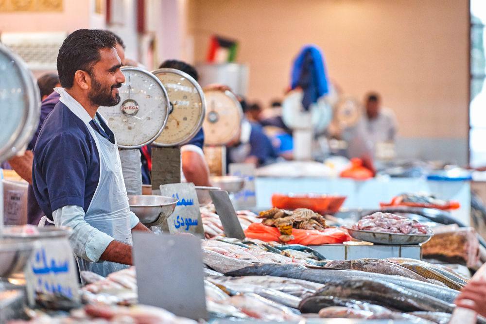 Рыбные ряды на рынке в центре Эль-Кувейта