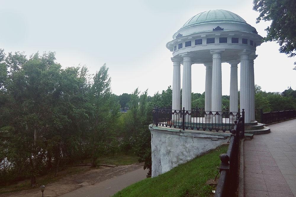 Беседка на волжской набережной — один из символов Ярославля