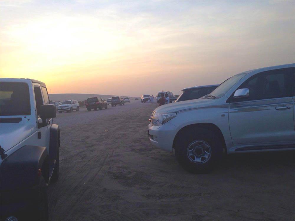 Так выглядит место сбора всех желающих прокатится по дюнам на пляже Си-лайн