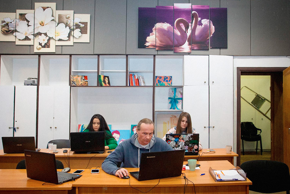 Последние полгода Ярослав с Романом работали надтем, чтобы сотрудники справлялись со всем безих помощи и надзора: составляли инструкции и схемы, автоматизировали процессы. Сейчас основатели могут вообще не приходить в офис