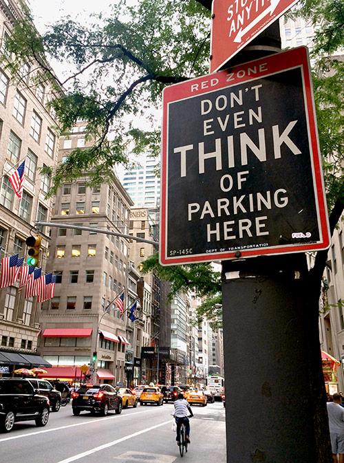 В среднем стоимость парковки в центре — около 30$ (1966 р.) в час, рядом с Центральным парком в районе площади Колумба — все 50$