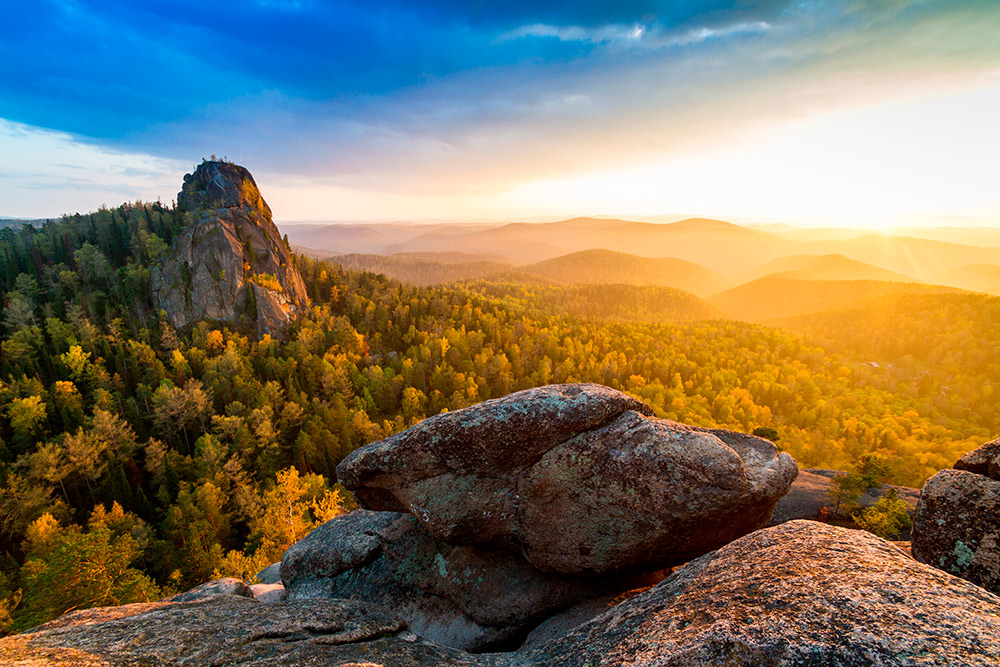 Вид на скалы в заповеднике Столбы. Источник: Shutterstock