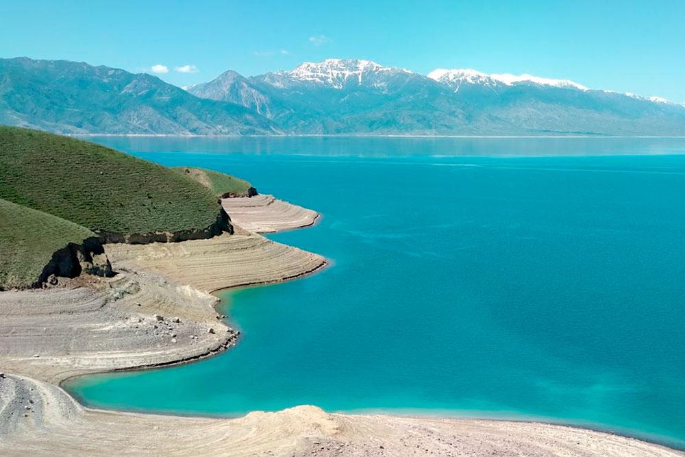 Это не «Фотошоп» или «Лайтрум»: вода в Токтогульском водохранилище на самом деле такая голубая