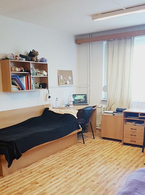 Комната моей одногруппницы в общежитии университета в Пльзене, за которую она платит 2400 Kč (6519<span class=ruble>Р</span>)