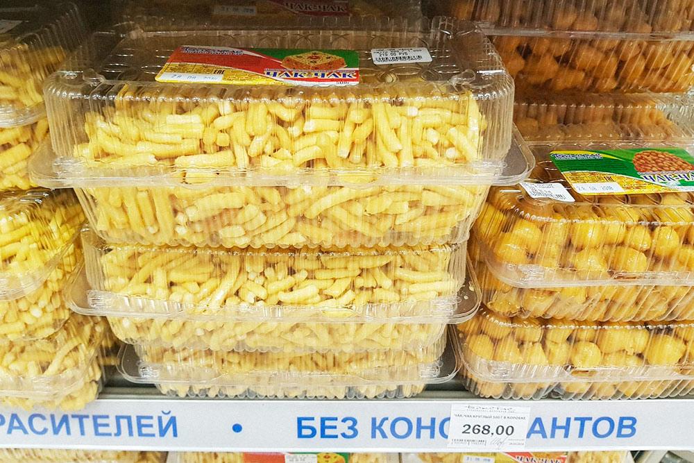 Чак-чак — популярный сладкий сувенир у туристов. Он хорошо хранится, поэтому его легко привезти в подарок родным и близким