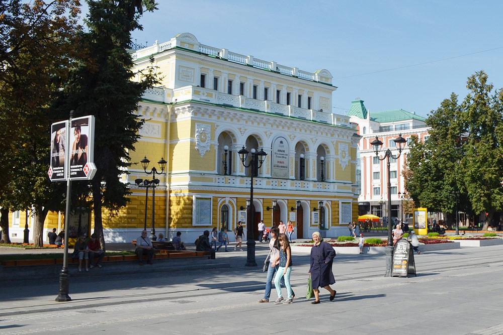 Нижегородский академический театр драмы работает в этом здании уже 122 года. В городе сформировалась своя актерская школа, в 2018 году ей исполнилось 100 лет