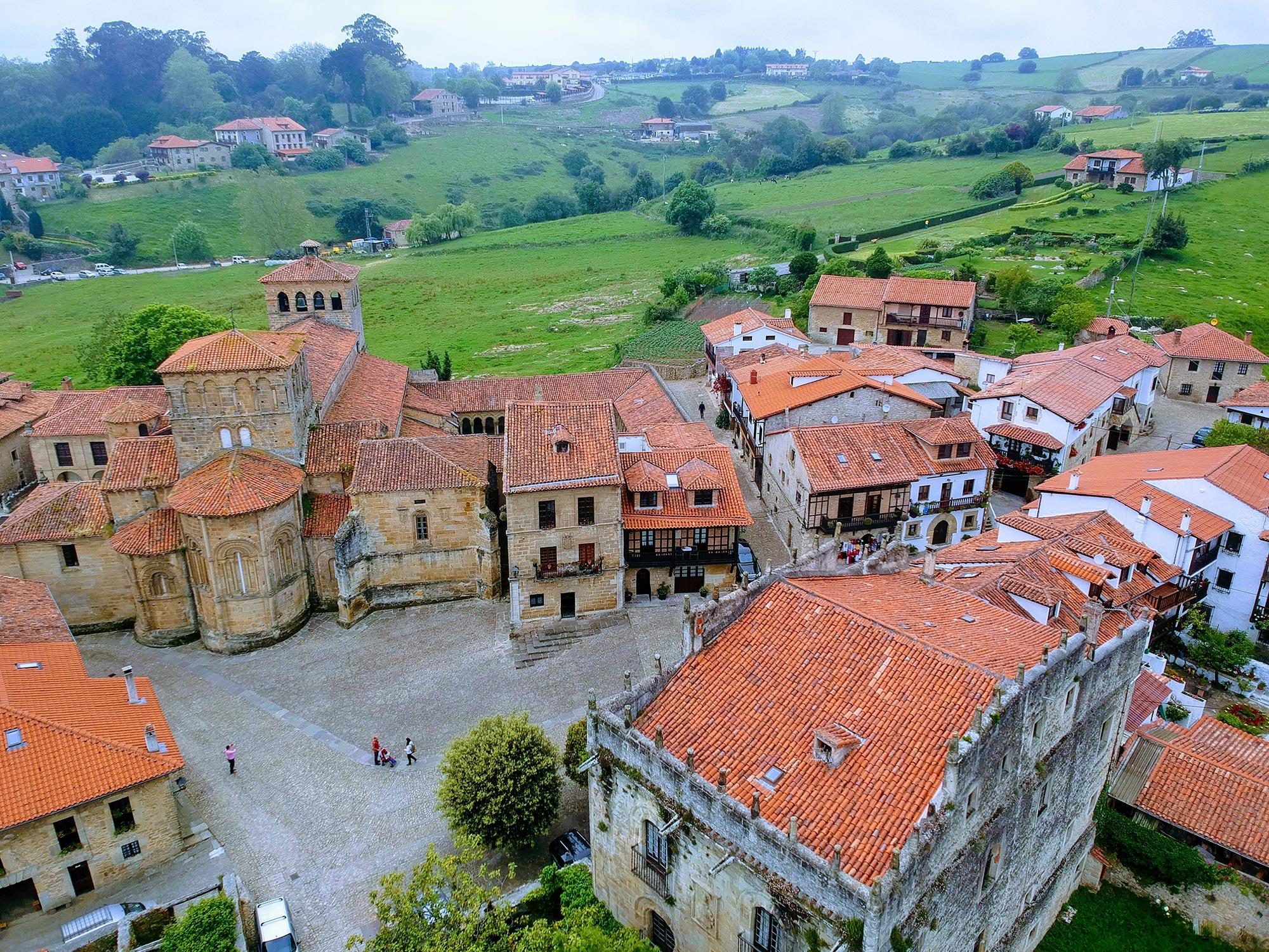 Сантильяна-дель-Мар — город, полностью состоящий из средневековых улочек и домов