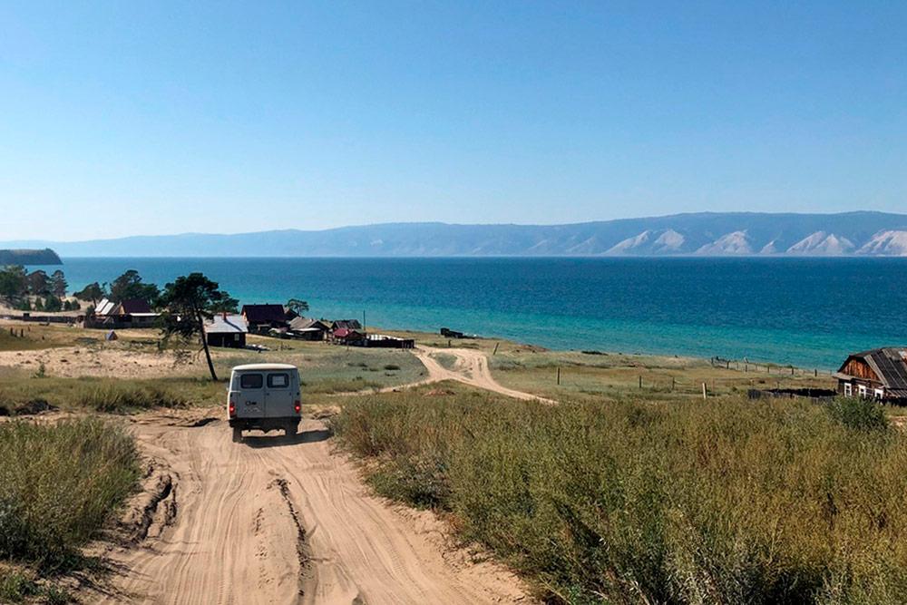На Ольхоне есть скалы, горы, пустыни, леса, песчаные и каменные пляжи