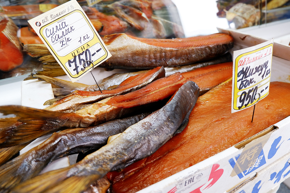 Сима — рыба семейства лососевых, но нежнее и вкуснее кеты и горбуши. Браконьеры подорвали популяцию симы, поэтому любительский лов рыбы ограничен. Продажа симы запрещена, но ею свободно торгуют. Стоимость одной рыбки в сезон — в мае и июне — 400 рублей