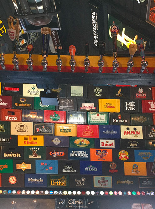 Каждый сорт пива наливают в определенный стакан. В пабах мы заказывали разные сорта, только чтобыузнать, в каком бокале их принесут