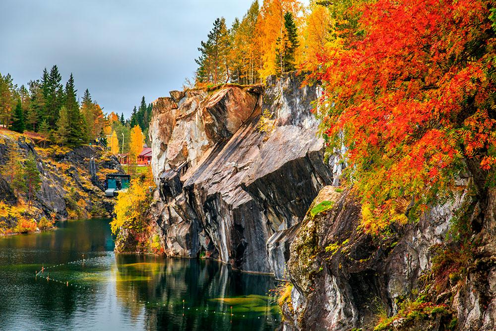 Осенью в парке особенно красиво. Фото: Shutterstock