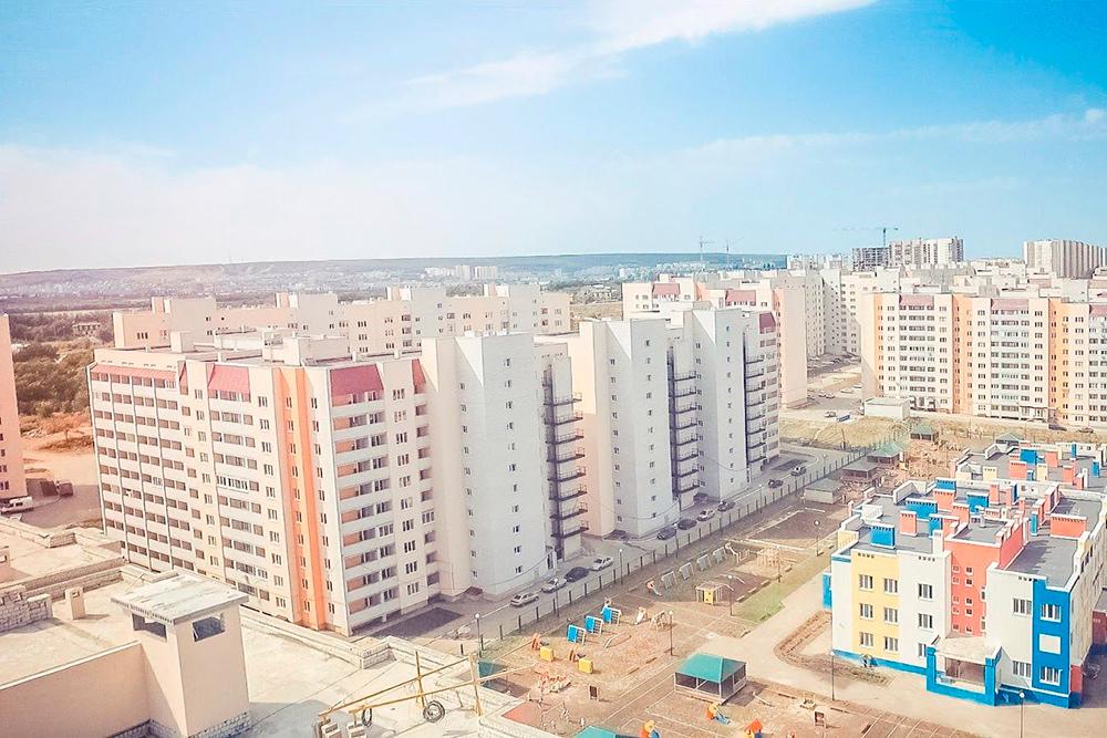 В микрорайоне Солнечный-2 одновременно строятся дома, школы и детские сады