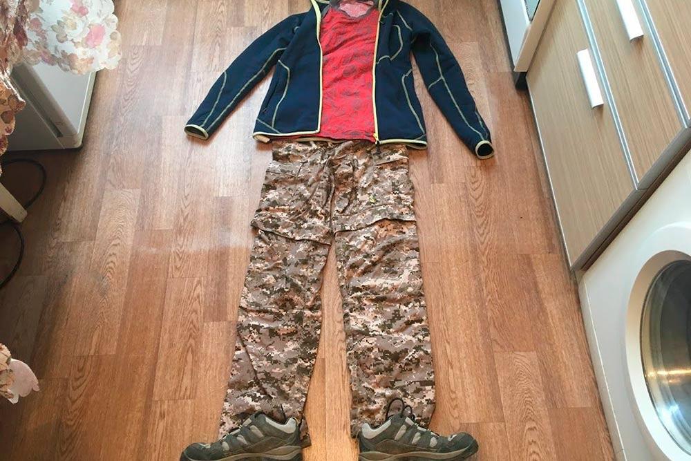 Комбинированный комплект на каждый день: флиска, футболка из полиамида, штаны противоэнцефалитные, кроссовки «Коламбия»