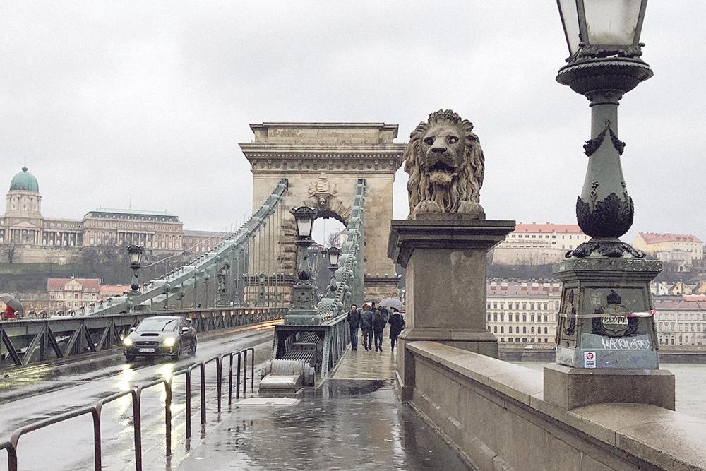 Мост Сечени открыли в 1849 году, тогда люди считали его новым чудом света