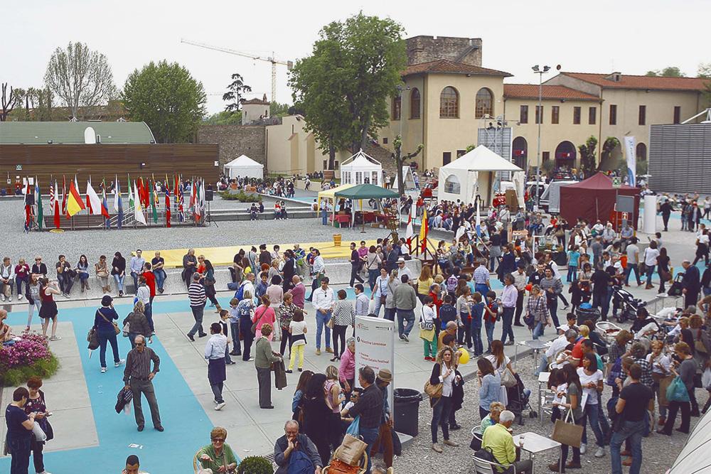 Вход в центральный павильон выставки «Mostra Artigianato»