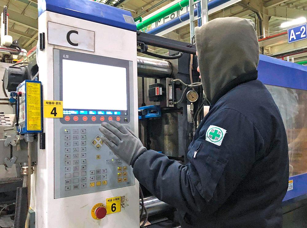 Мужская работа — изготовление алюминиевых держателей на станке