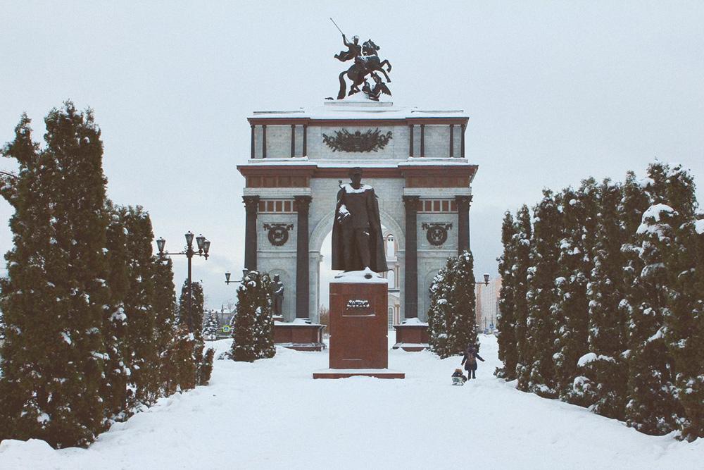 Триумфальная арка и памятник Жукову открывают мемориальный комплекс «Курская дуга» на въезде в Курск