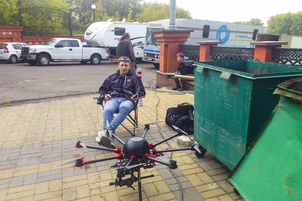 Илья с одним из наших дронов на съемках передачи «Империя иллюзий» для СТС