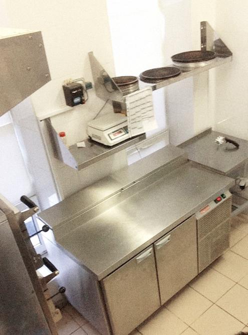 Кухня, с которой Юрий стартовал, была маленькой, но уютной
